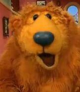 Bear-bear-in-the-big-blue-house-6.03