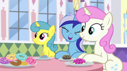 Minuette Or she's coming over here! S5E12