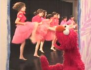Elmo grooves with the dancers
