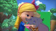Goldie kisses Dumbo