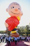 Macys-thanksgiving-day-parade-tv-schedule-2016-nfl-football-TV-charlie-brown-balloon