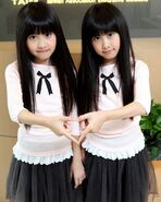 87834b61ea85c6f674845ea0b696a595--twin-pictures-identical-twins