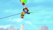 MuppetBabies-% 282018% 29-S02E03-MonsterNextDoor-LiftedByBalloons