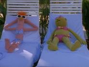 MuppetsTonight-BikiniBeaker% 26Bunsen