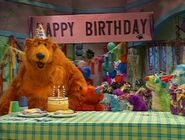 Bear and his friends in Mouse Party