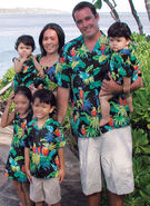 Jungle-parrots-matching-family-clothes-33