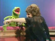 Ruth Buzzi tickling Kermit