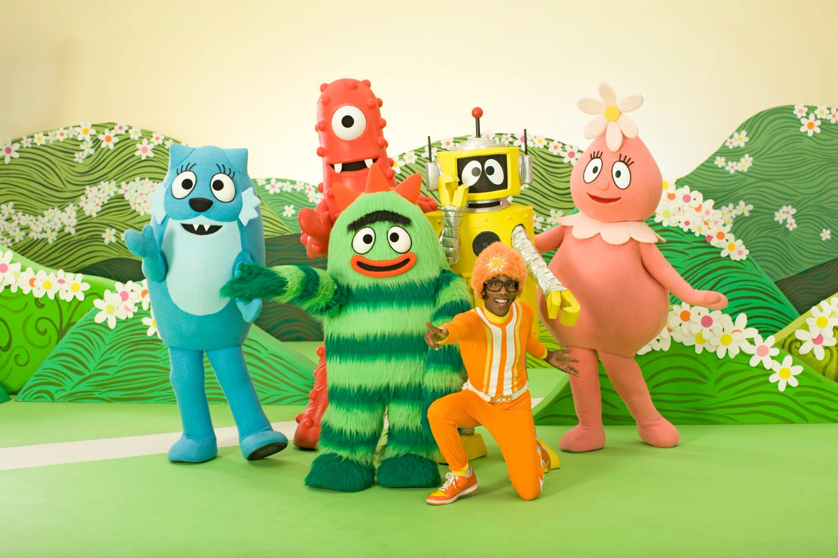 Yo Gabba Gabba Meets Blue's Clues: What Does Blue Want to Make?
