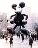 Ss-121120-macy-parade-vintage-mickey.today-ss-slide-desktop
