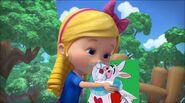 Goldie kisses White Rabbit