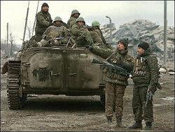 Dundorf Unabhängigkeit Bund militia prepare defenses in the rubble of a Julstoch town.