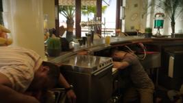 3x20 - Miami Bar