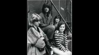 The_Raincoats_-_Lola_(1979)