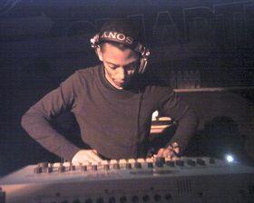 750px-Jeff Mills.jpg