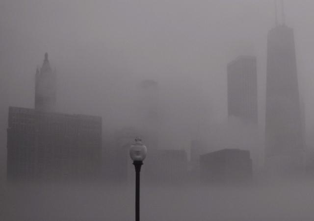 Fog / Carl Sandburg