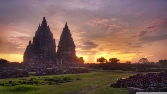 Prambanan-sunset 00444377.jpg