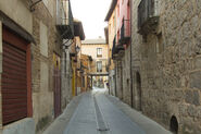 25914104-narrow-and-typical-street-of-the-town-of-tordesillas-spain