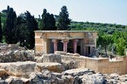Heraklion-ruins-at-the-archaeological-site-of-knossos-crete-greece-1600x1062
