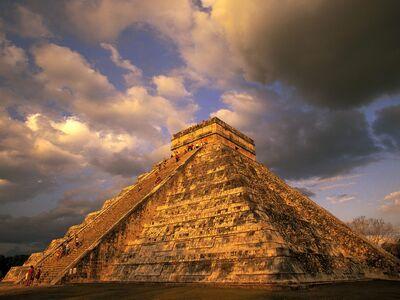Ancient mayan ruins chichen itza mexico-normal.jpg