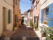 Charming-colorful-street-arles-france-24981572