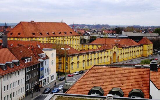800px-Neuer Graben-Schloss Osnabrueck.jpg
