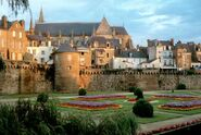 Sights-of-ancient-buildings-in-vannes-france