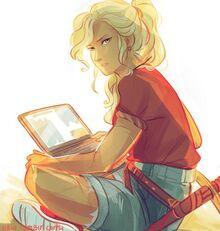 Annabeth mit Laptop.jpg