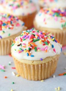 Cupcake with sprinkles.png