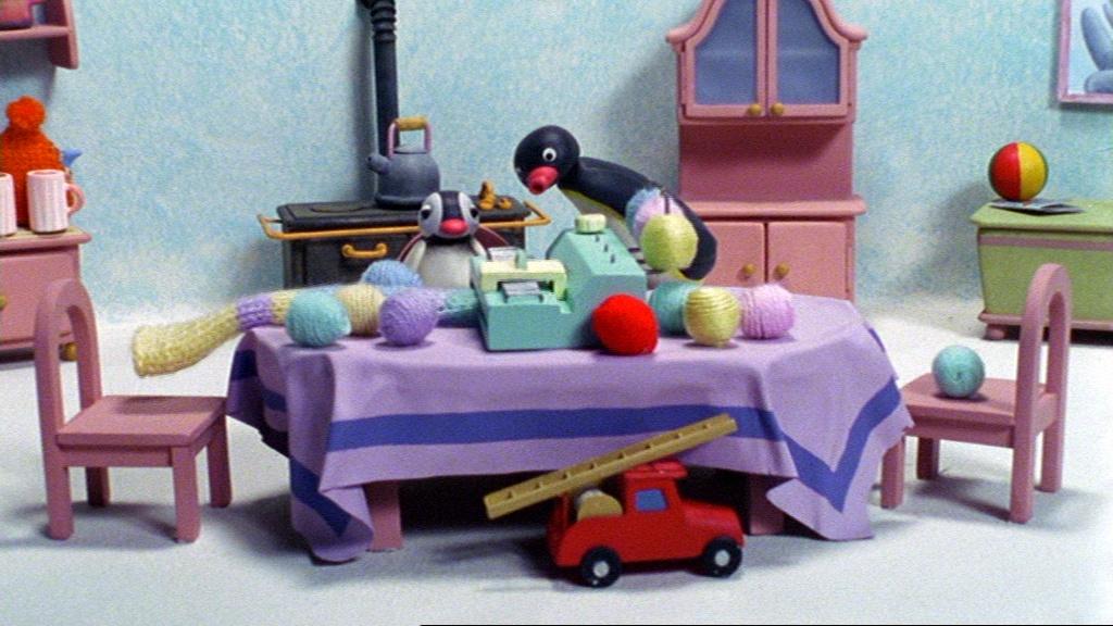 Pingu and the Knitting Machine