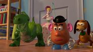 Toy-story2-disneyscreencaps.com-2205