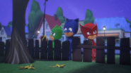 Screenshot 2020-12-09 PJ Masks S4-E10 Mission Munki-gu Legend of the Wolfy Bone - YouTube(4)
