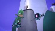 Gekko fights the fly bots