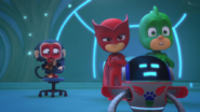 Screenshot 2020-12-09 PJ Masks S4-E10 Mission Munki-gu Legend of the Wolfy Bone - YouTube(8)