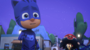 Screenshot 2020-12-09 PJ Masks S4-E10 Mission Munki-gu Legend of the Wolfy Bone - YouTube(6)