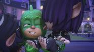 Kevin licks Gekko