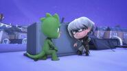 Gekko and Luna Girl in hiding