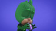 Gekko plays the moon whistle