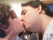 O Josep Maria e a Patrícia a beijar-se