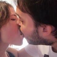 O Josep Maria e a Patrícia a beijar-se de língua
