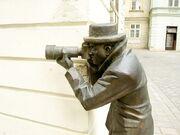 800px-Bratislava Bronze Paparazzo.jpg