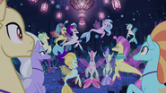 Silverstream addressing the seaponies S9E25
