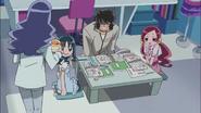La señora Kurumi les trae algo de comer