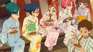 Las chicas y Yuuki comen en el festival. (GPPC27)