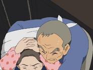 Abuelo kimata protege abuela