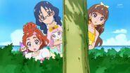32. Haruka, Yui y Kirara observando