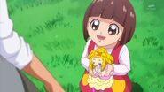 72.Una pequeña niña conversando con Kanata
