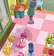 HuPC06.29-Mari y las chicas se disculpan con un cliente por tener el piso mojado
