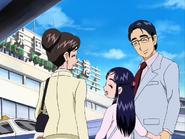 Honoka pasea con sus padres