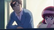 Masaru y su hija charlando en el balcon