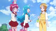 Yuko otra vez dando un dulce a Hime